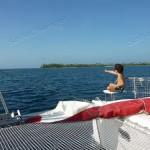 Pablo fa da vedetta indicando il passaggio tra i reef.