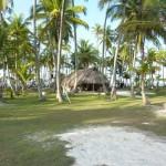 """La capanna dove vive la famiglia Kuna. Sono tutti di Narganà ma, a rotazione, vengono a curare l'isola che è spesso usata dai """"day tours"""" come luogo di accampamento"""