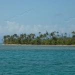 Il cielo si schiarisce, salpiamo l'ancora per approfittare della visibilità indispensabile a riconoscere i passaggi tra i coralli.
